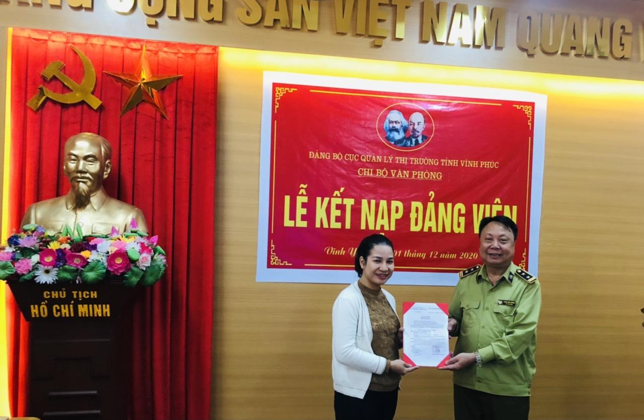 Chi bộ Văn phòng tổ chức kết nạp Đảng viên mới