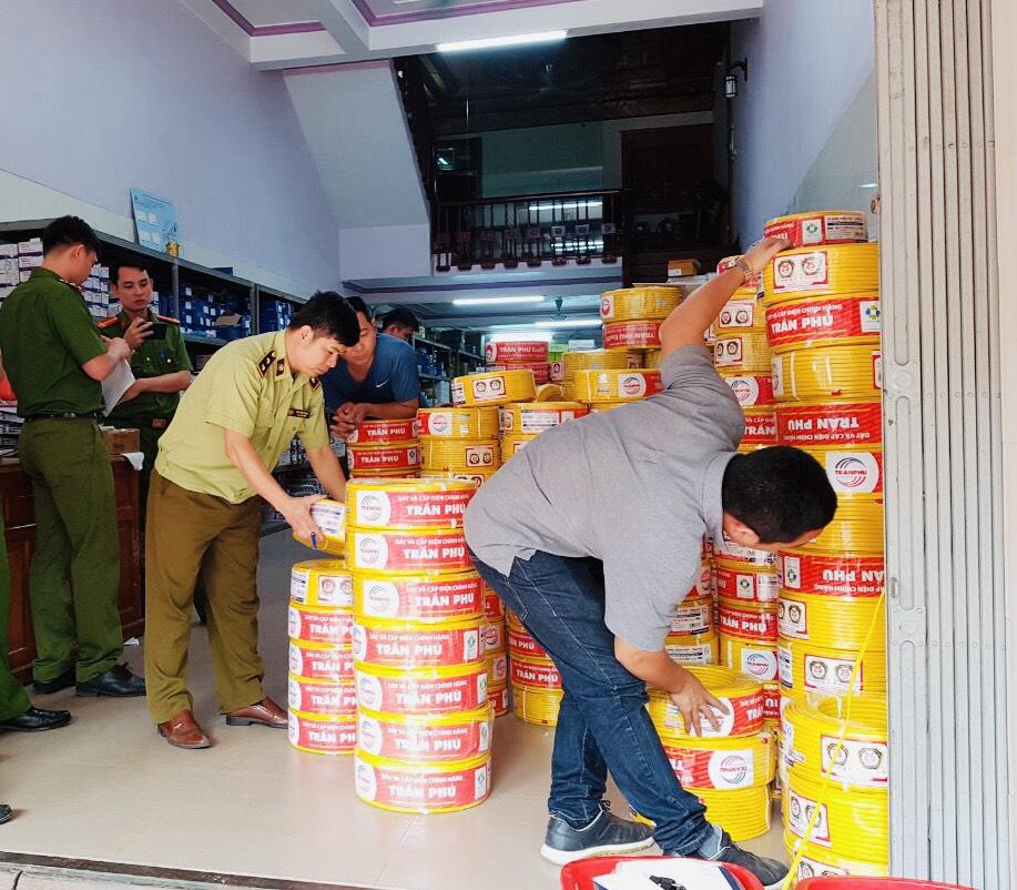 Chuyển giao hồ sơ vụ kinh doanh dây điện giả nhãn hiệu Trần Phú sang Công an xem xét dấu hiệu tội phạm hình sự